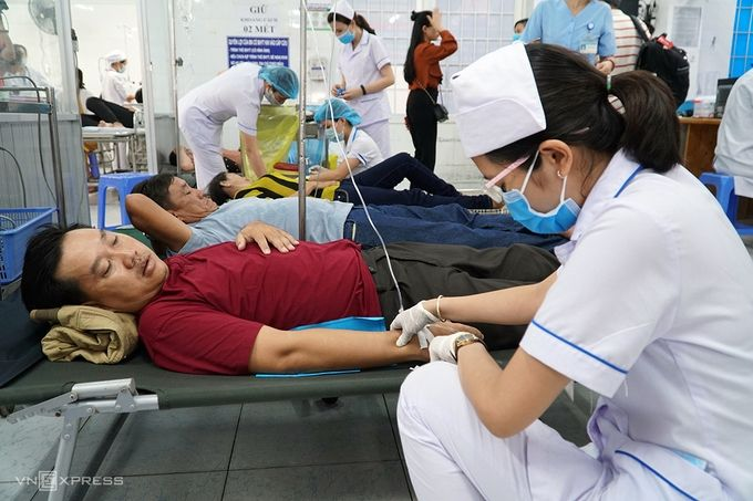 Bà Rịa - Vũng Tàu: Hơn 100 người ngộ độc nhập viện sau bữa tiệc hải sản | News by Thaiger