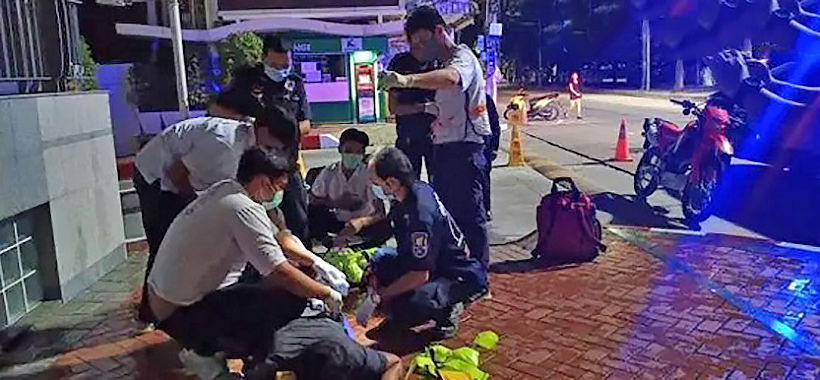"""Early morning stabbing on Pattaya beach, victim claims """"for no reason"""" 