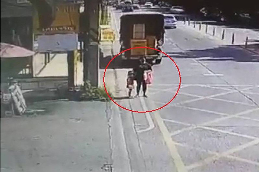 Mother, daughter run over by pickup truck in Pathum Thani | The Thaiger