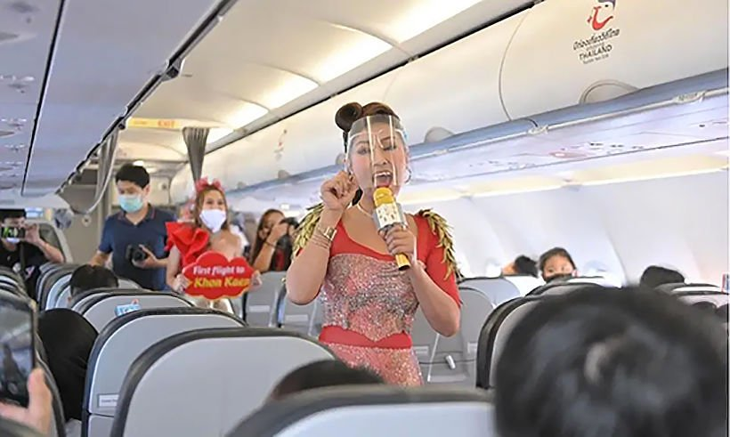 """Thai Vietjet passengers treated to surprise """"concert in the sky""""   Thaiger"""