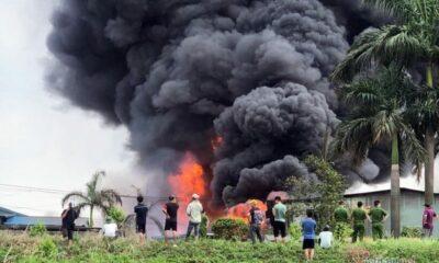 Phong tỏa hiện trường vụ cháy kho hoá chất ở Đức Giang để điều tra | Thaiger
