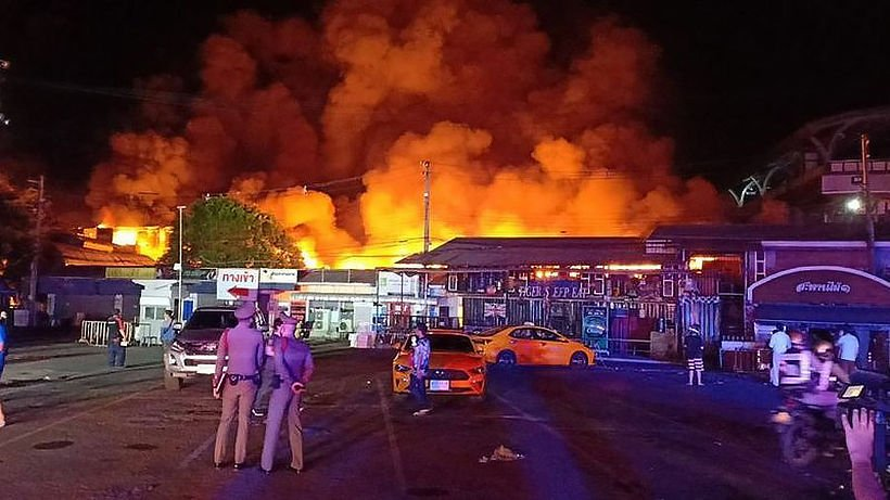 Old Bangkok market damaged by large fire | Thaiger