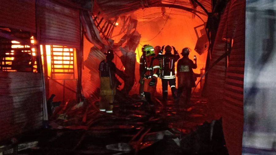 Old Bangkok market damaged by large fire | News by Thaiger