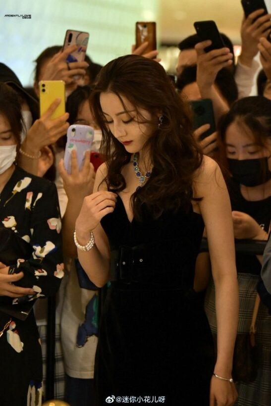 Địch Lệ Nhiệt Ba gây bão mạng xã hội vì nhan sắc đỉnh cao khi tham gia sự kiện | News by Thaiger