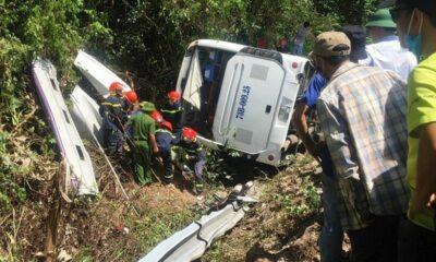 Vụ lật xe nghiêm trọng ở Quảng Bình: 15 người tử vong | The Thaiger
