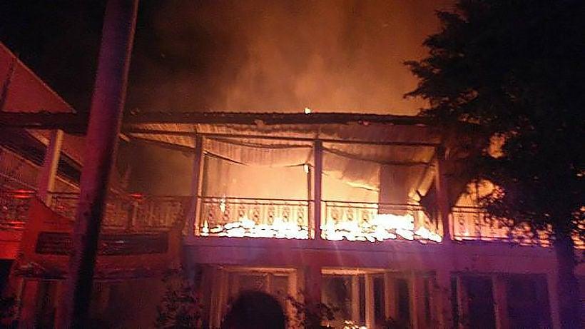 Blaze destroys part of historic Si Ayutthaya temple | Thaiger