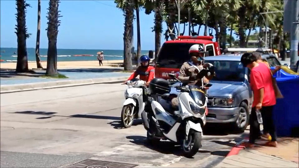 Pattaya beach vendors pay parking fees to attract visitors | Thaiger