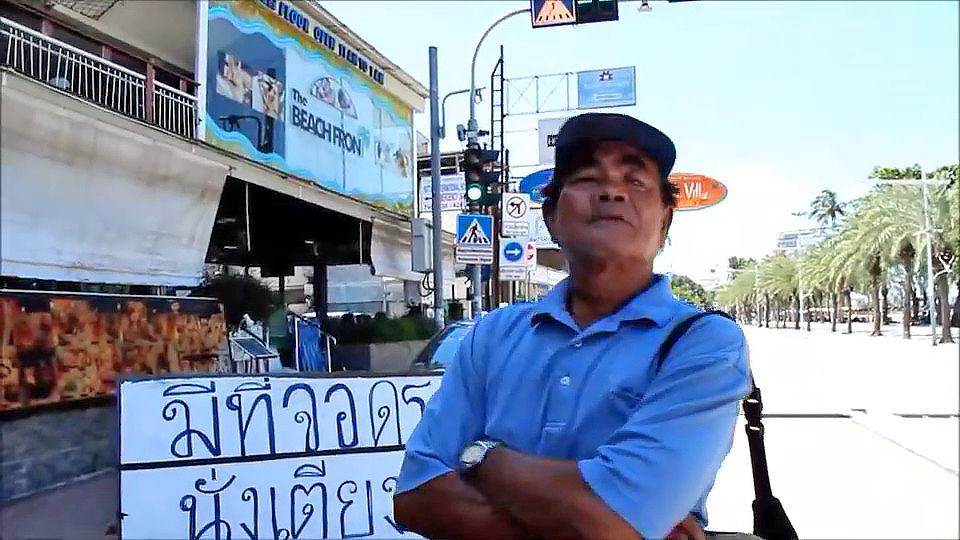 Pattaya beach vendors pay parking fees to attract visitors | News by Thaiger