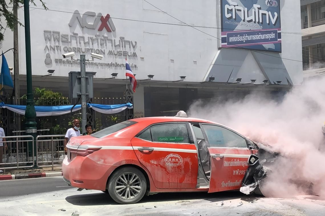 Collision results in fire in front of Bangkok's Anti-Corruption Museum | Thaiger