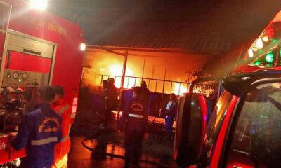 Fire ravages Samut Prakan warehouse | The Thaiger