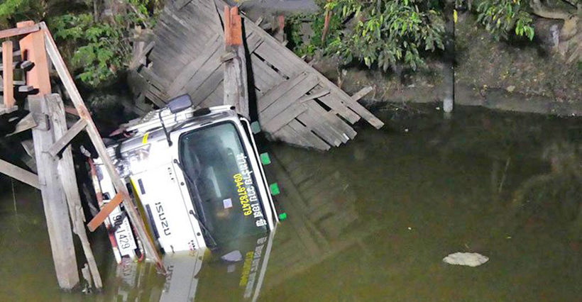 Truck driver blames GPS for ending up in klong | News by Thaiger