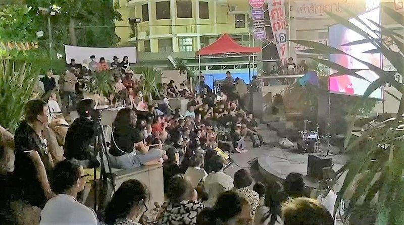 Pro-democracy activist mounts campaign near Bangkok memorial | News by Thaiger