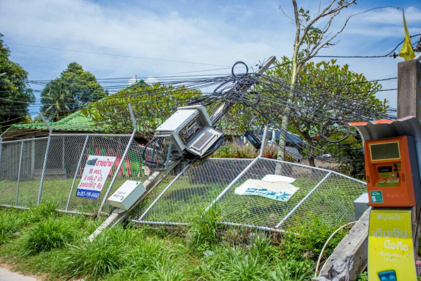 Chon Buri crane truck pulls down over a dozen power poles | News by Thaiger