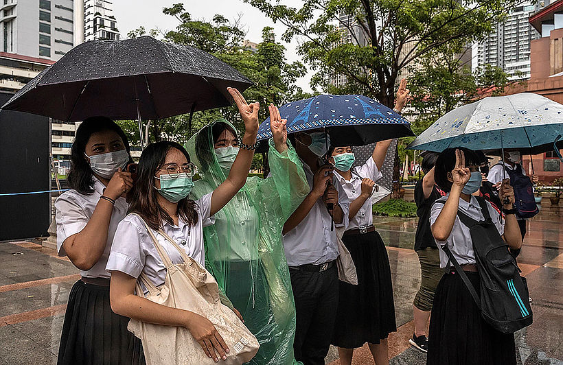 Uni students defy rain to hold pro-democracy rally; more planned | Thaiger