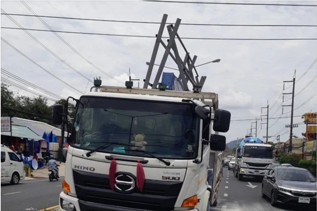 Trucker electrocuted in Phuket - VIDEO | News by Thaiger
