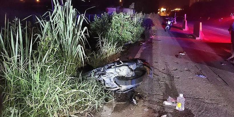 Unknown man severely injured in Pattaya after motorbike strikes barrier - VIDEO | News by Thaiger