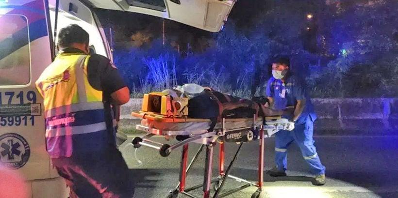 Unknown man severely injured in Pattaya after motorbike strikes barrier – VIDEO | Thaiger