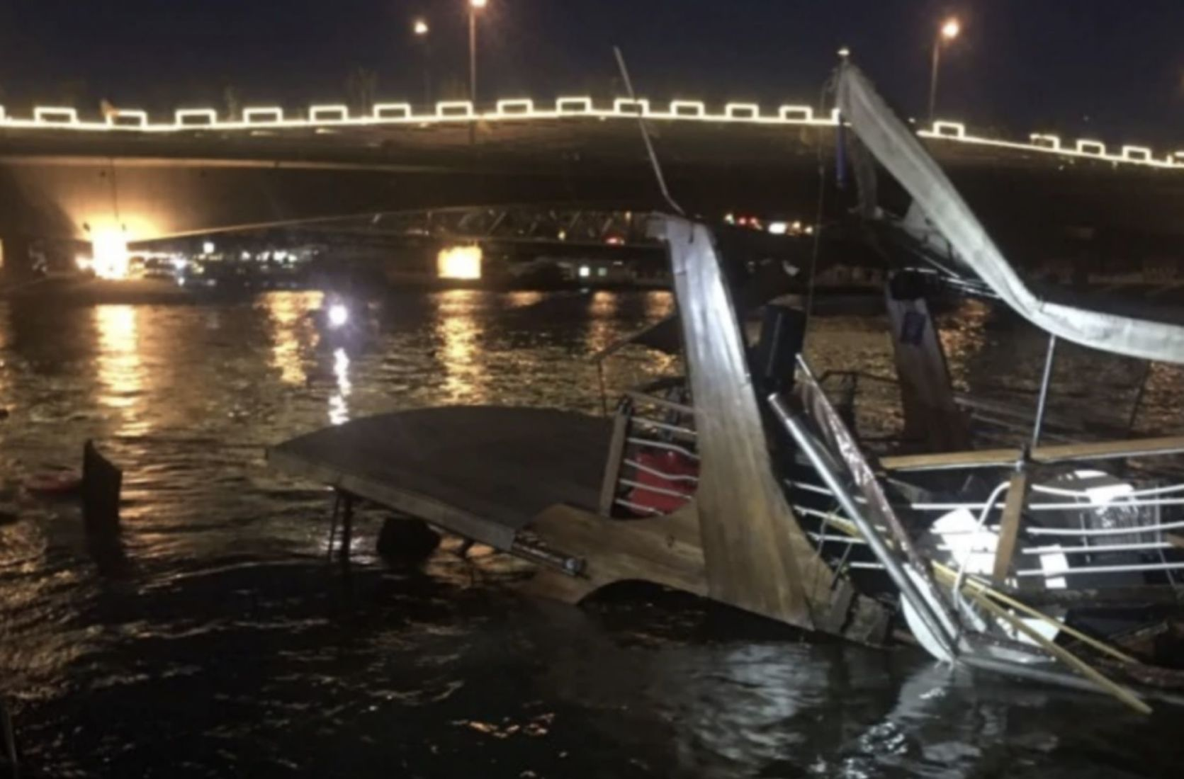 Investigations begin into the sinking of Chao Phraya dinner cruise boat | Thaiger