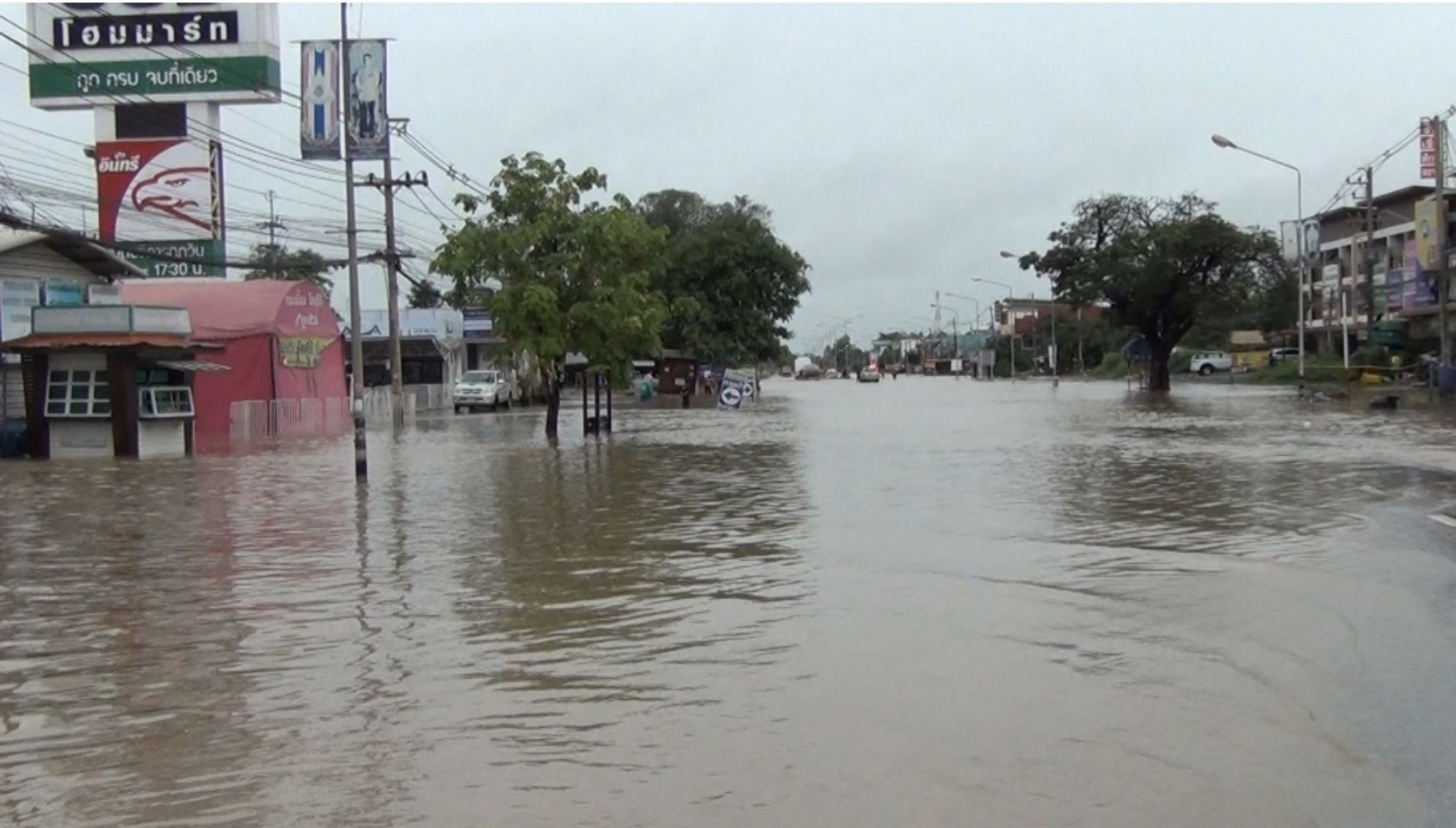 Farmlands flooded in Nong Bua Lam Phu Province as heavy rain persists | Thaiger