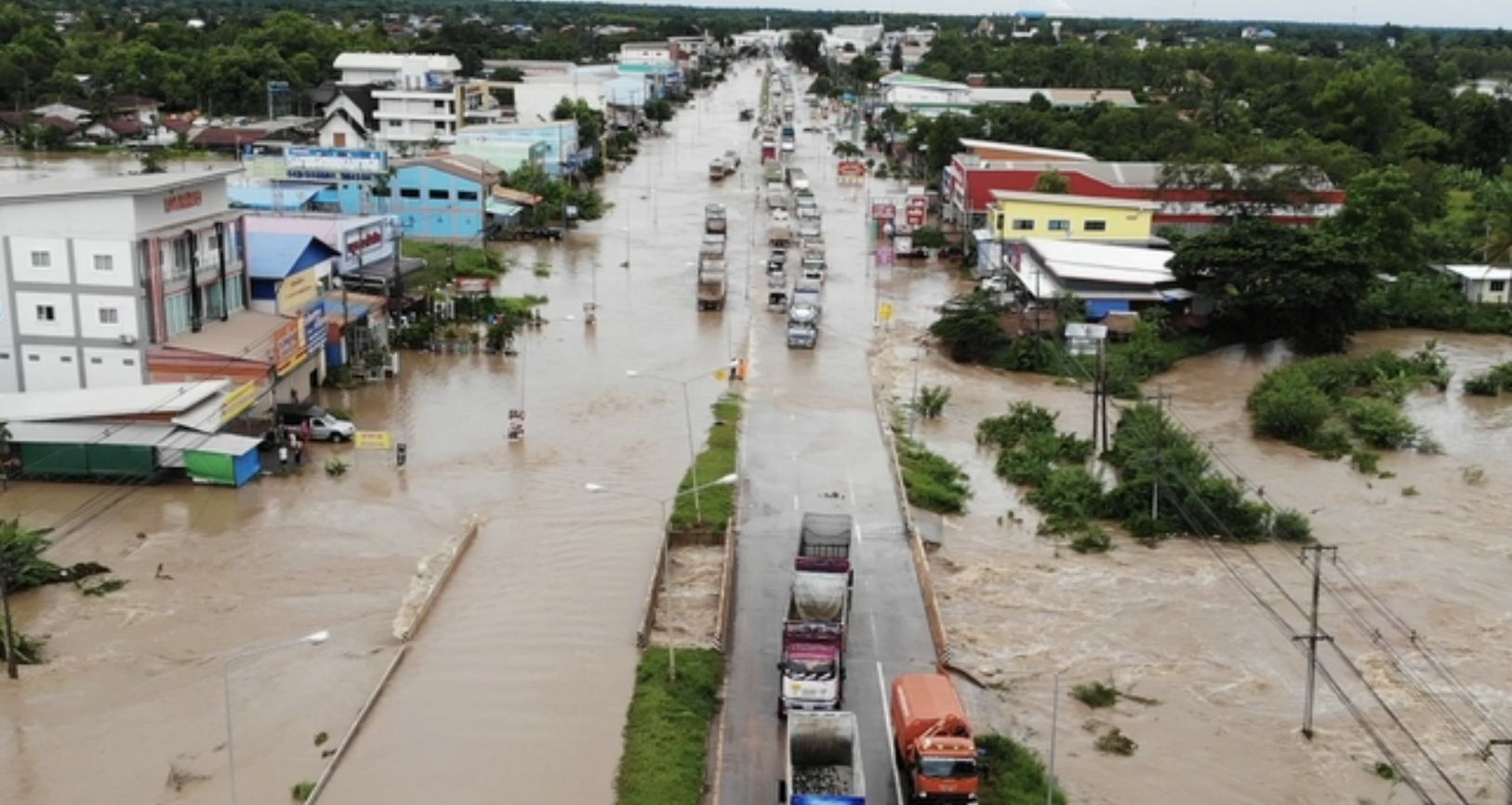 Farmlands flooded in Nong Bua Lam Phu Province as heavy rain persists | News by Thaiger
