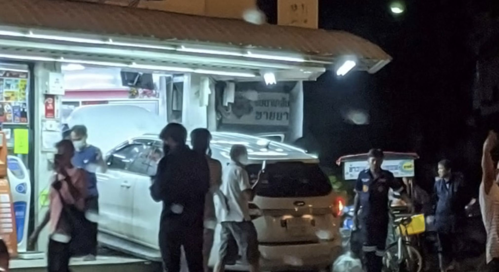Welcome to 7-Eleven – Ford injures 5 people as it crashes though Bangkok shop | Thaiger