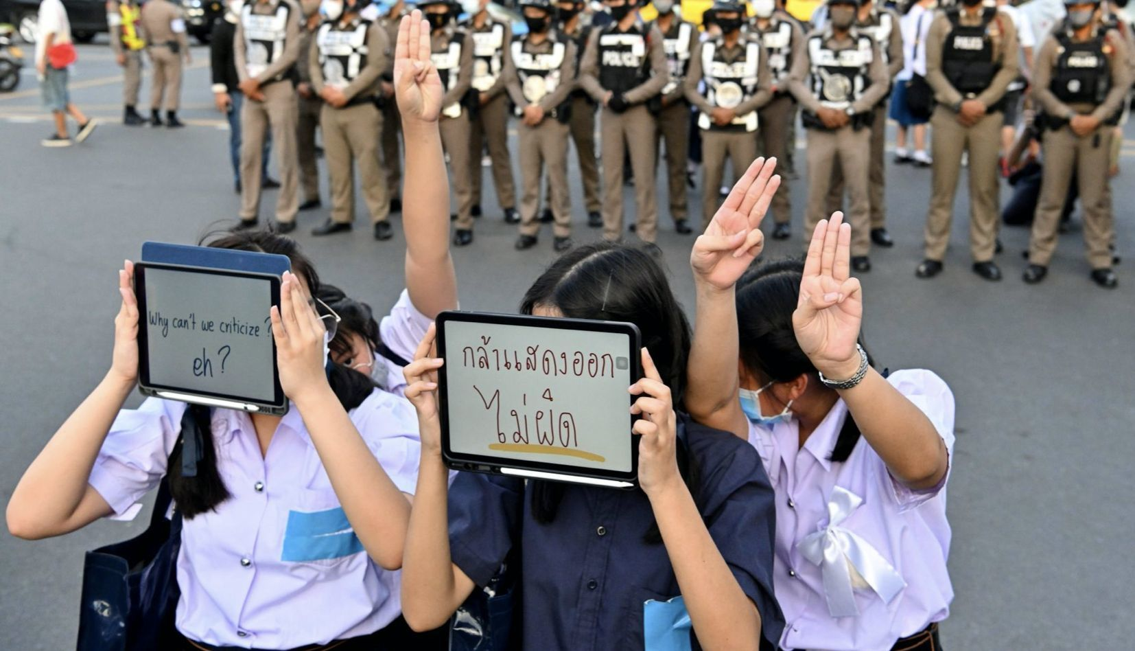 Thai government pull 2 propaganda music clips from YouTube after 99% 'thumbs down' | Thaiger