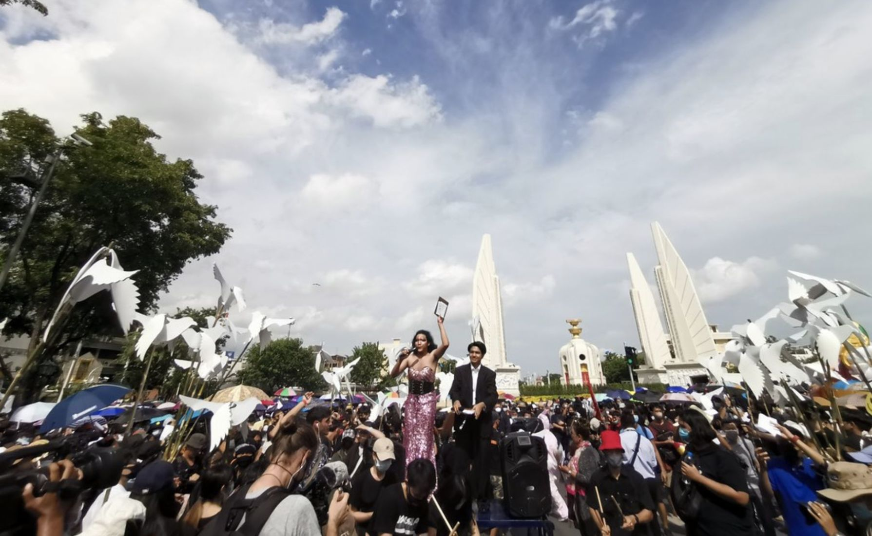 Thai expats show their support for local pro-democracy protests | Thaiger
