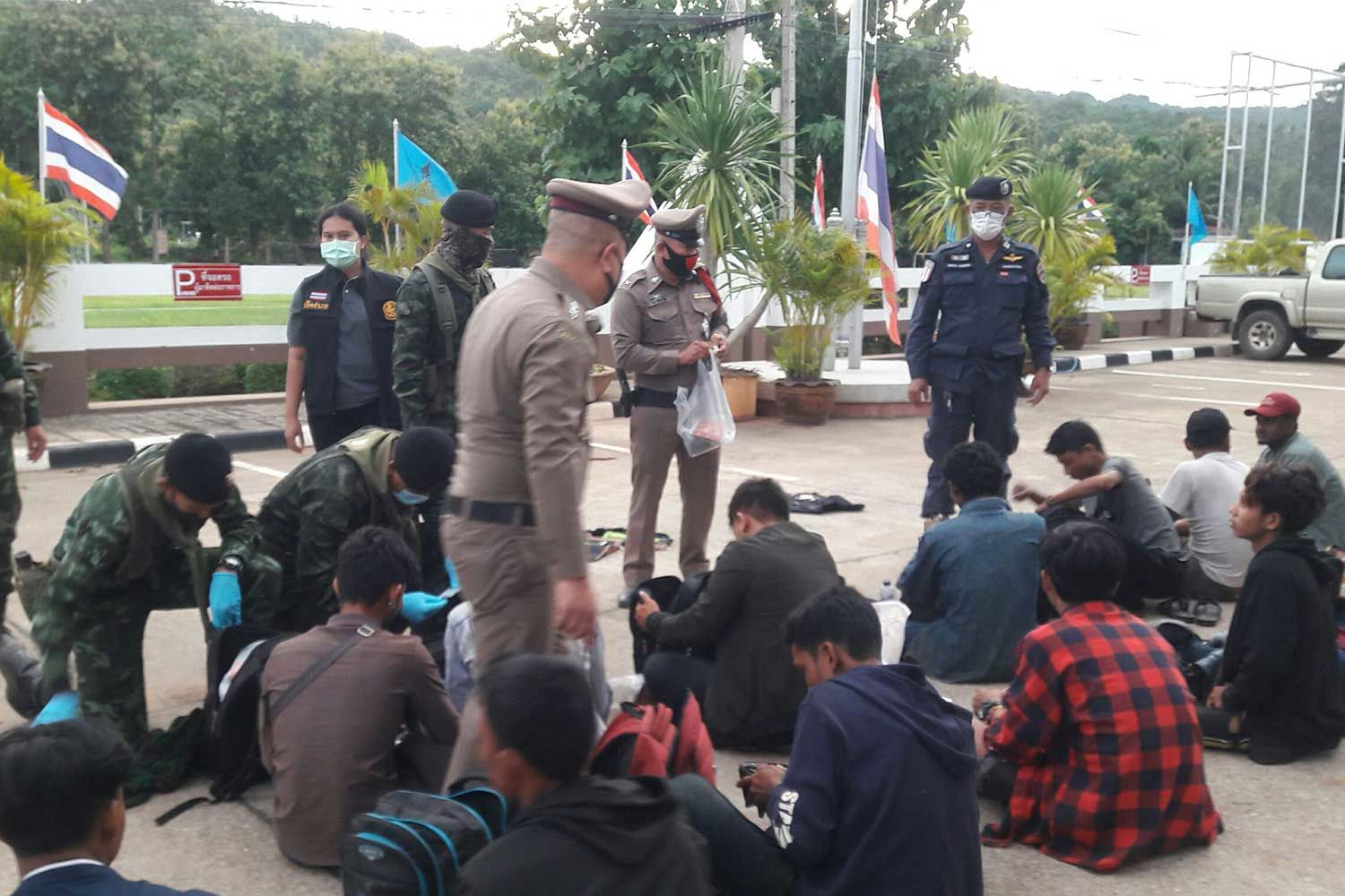 35 illegal migrants arrested near Burmese border | News by Thaiger