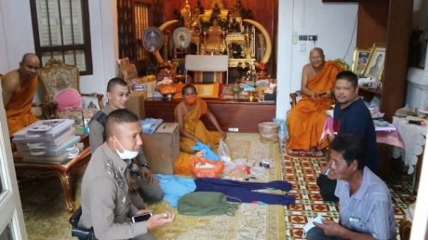 Phuket man arrested for posing as a monk, asking for money | Thaiger