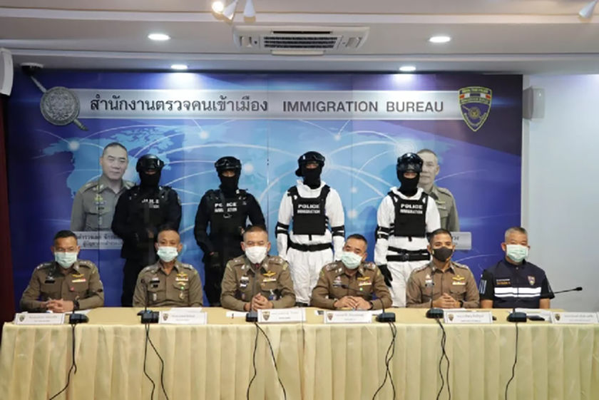 Tak immigration officials arrest 30 Burmese migrants and Thai driver | News by Thaiger