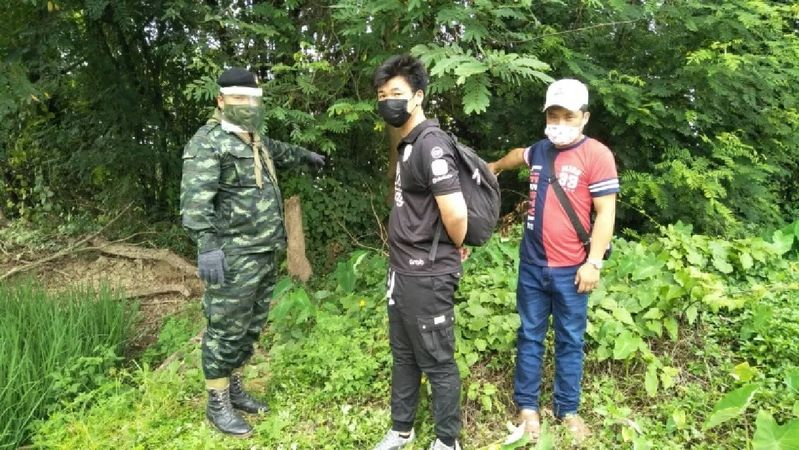 2 Burmese nationals arrested while crossing river into Thailand | News by Thaiger