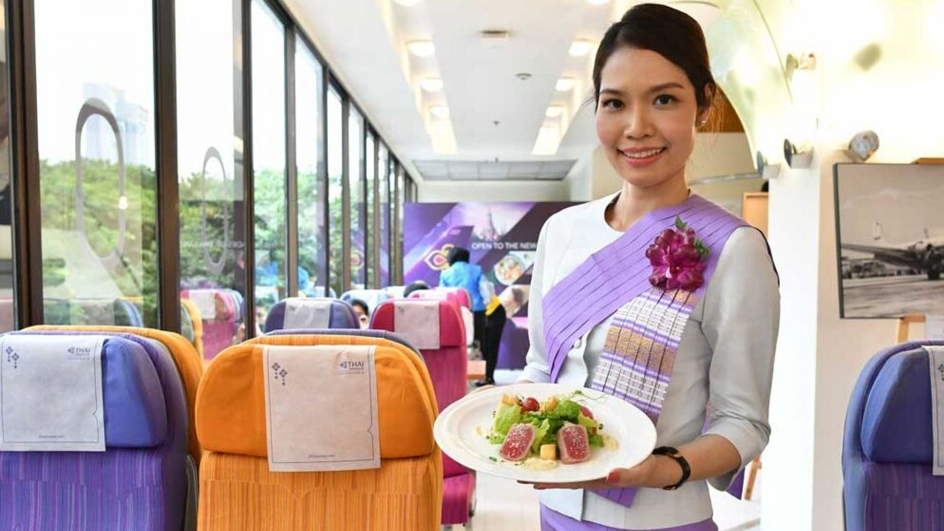 Chicken or the beef? Thai Airways opens up pop-up restaurants serving their airline food. | Thaiger