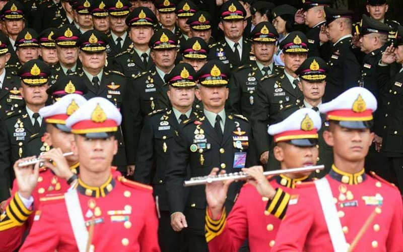 New army chief declares he'll protect Thailand's monarchy and restore peace | Thaiger