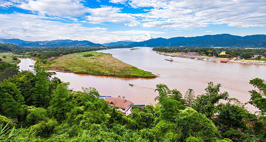 2 Burmese nationals arrested while crossing river into Thailand | Thaiger