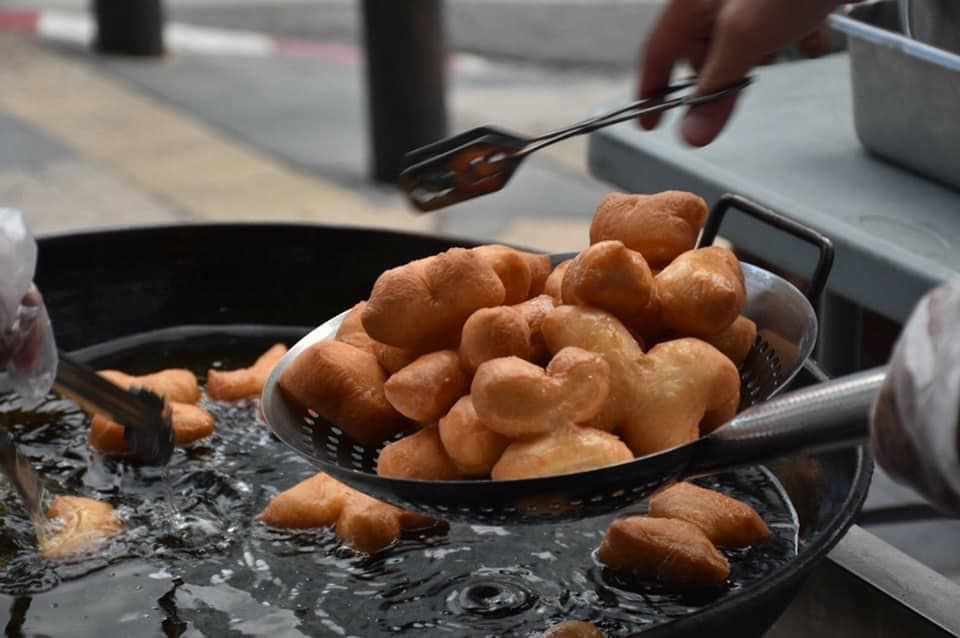 First airplane food cafe, now Thai Airways opens fried dough stand