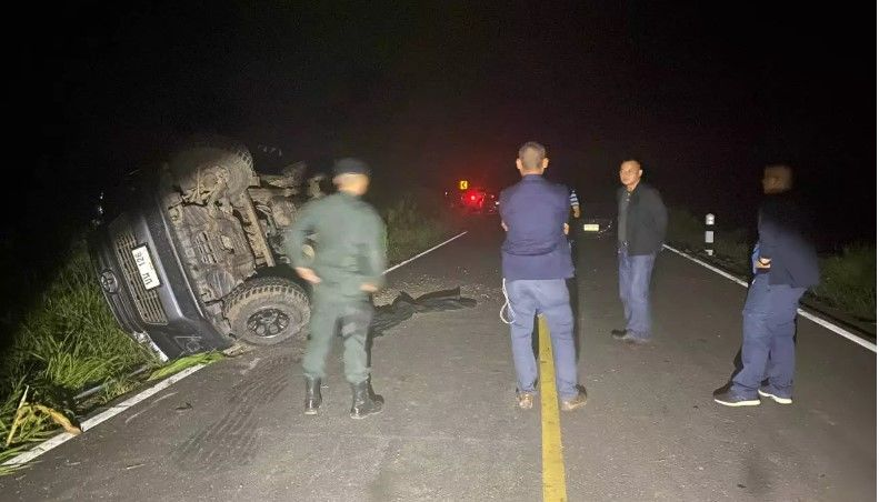 Truck flips after police chase near the Myanmar border | Thaiger