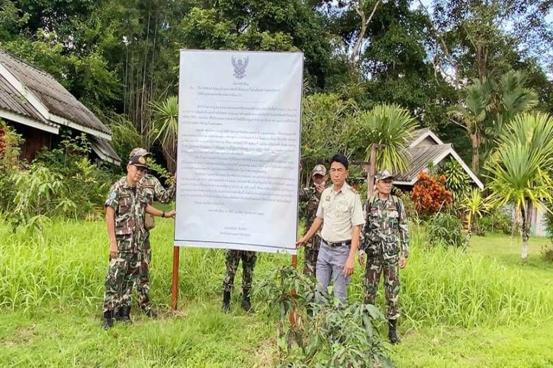 Resort owners take down illegal bungalows in Kanchanaburi national park | News by The Thaiger