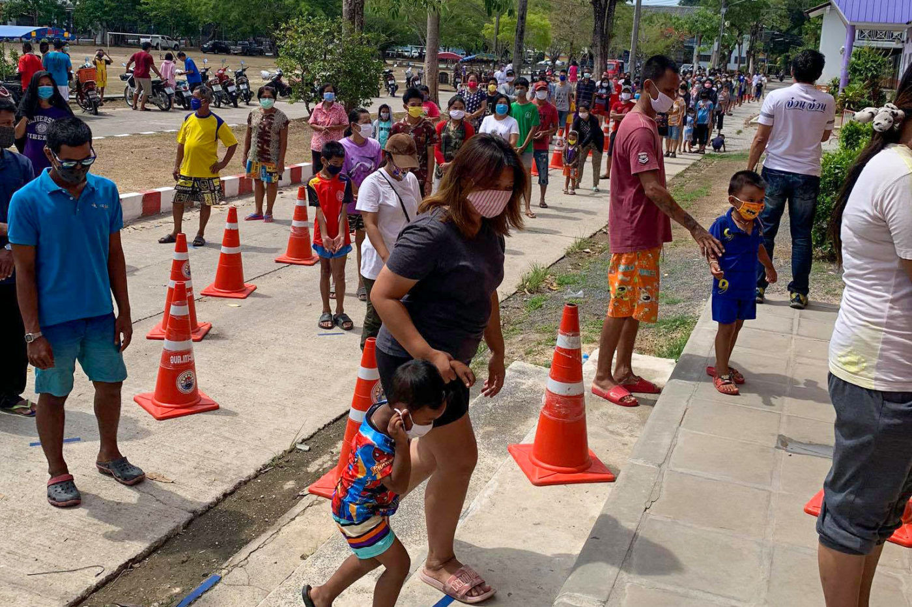 Inwoners van Phuket lijden honger nadat de hulp van de lokale overheid op is | De Thaiger