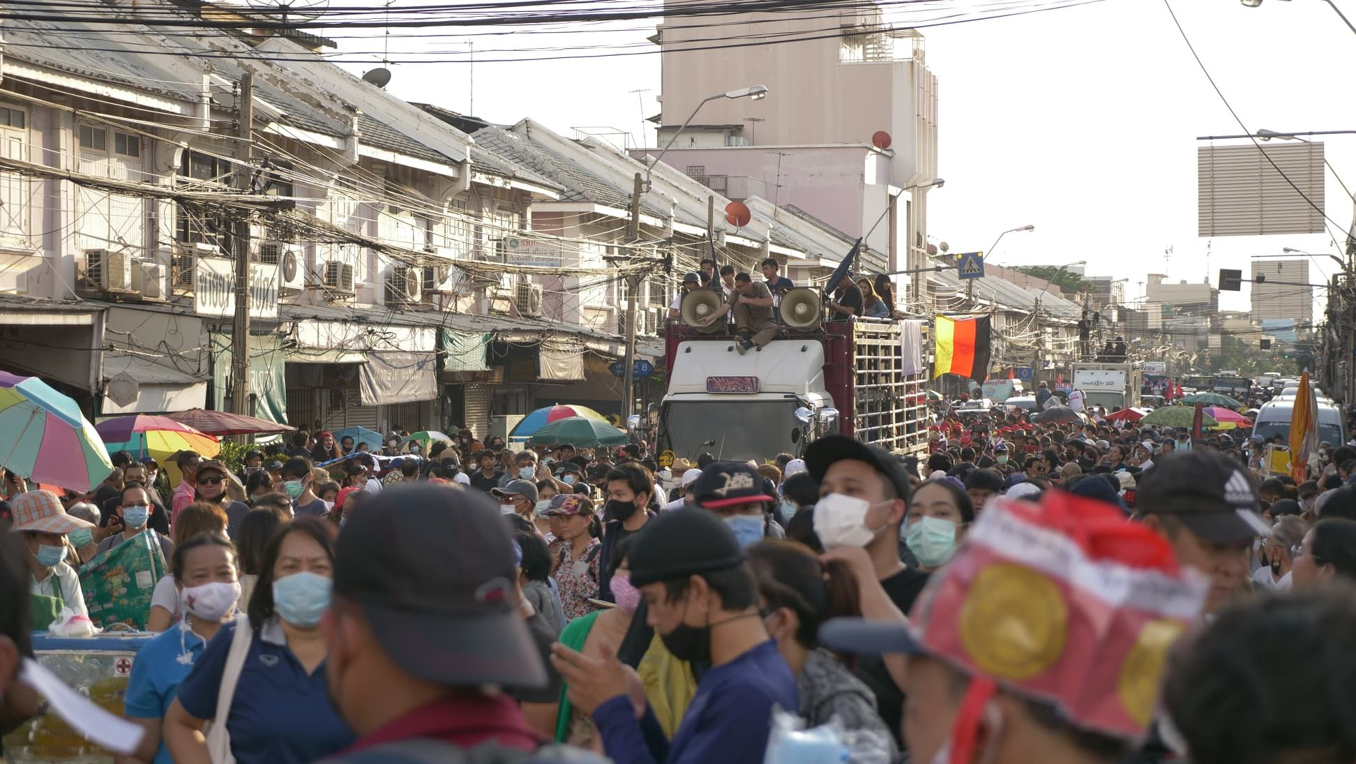 Police stop protesters as they march towards Government House in Bangkok - PHOTOS   News by Thaiger