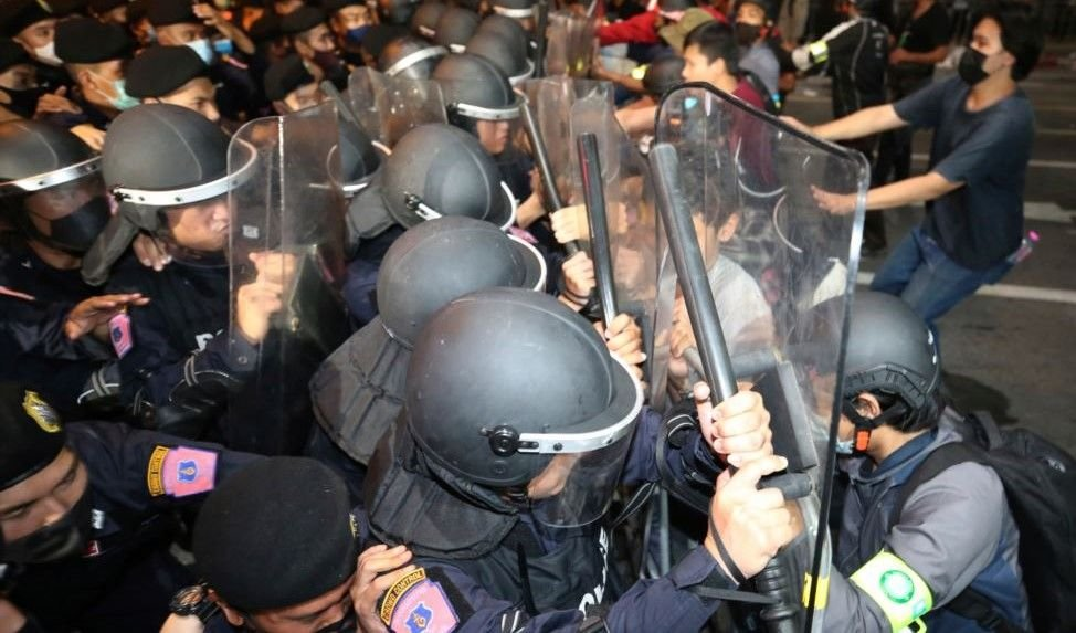 Bangkok police threaten to use full riot-control equipment at future rallies | The Thaiger