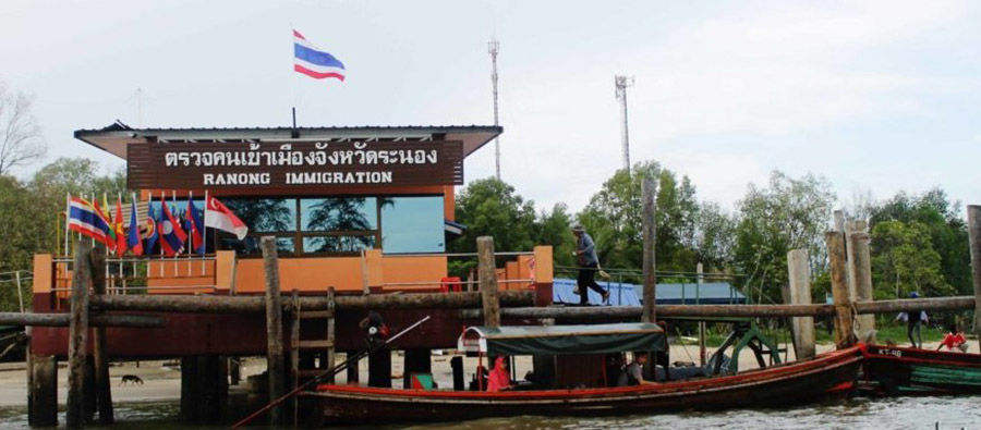 Officials threaten Ranong pier with closure over Covid violations | Thaiger
