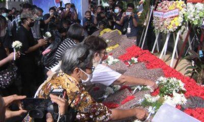 University alumni and students gather to commemorate the Thammasat University Massacre – VIDEO | Thaiger