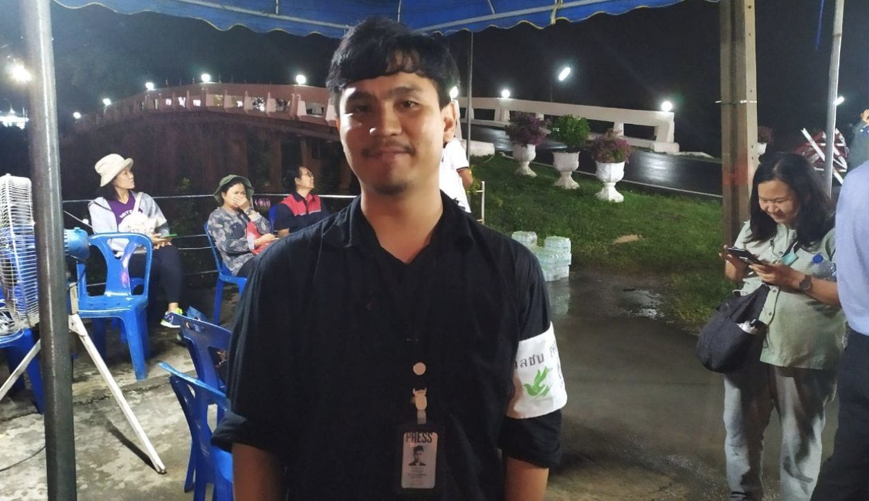 Journalist detained during last night's rally at Pathunwan intersection in Bangkok | News by Thaiger