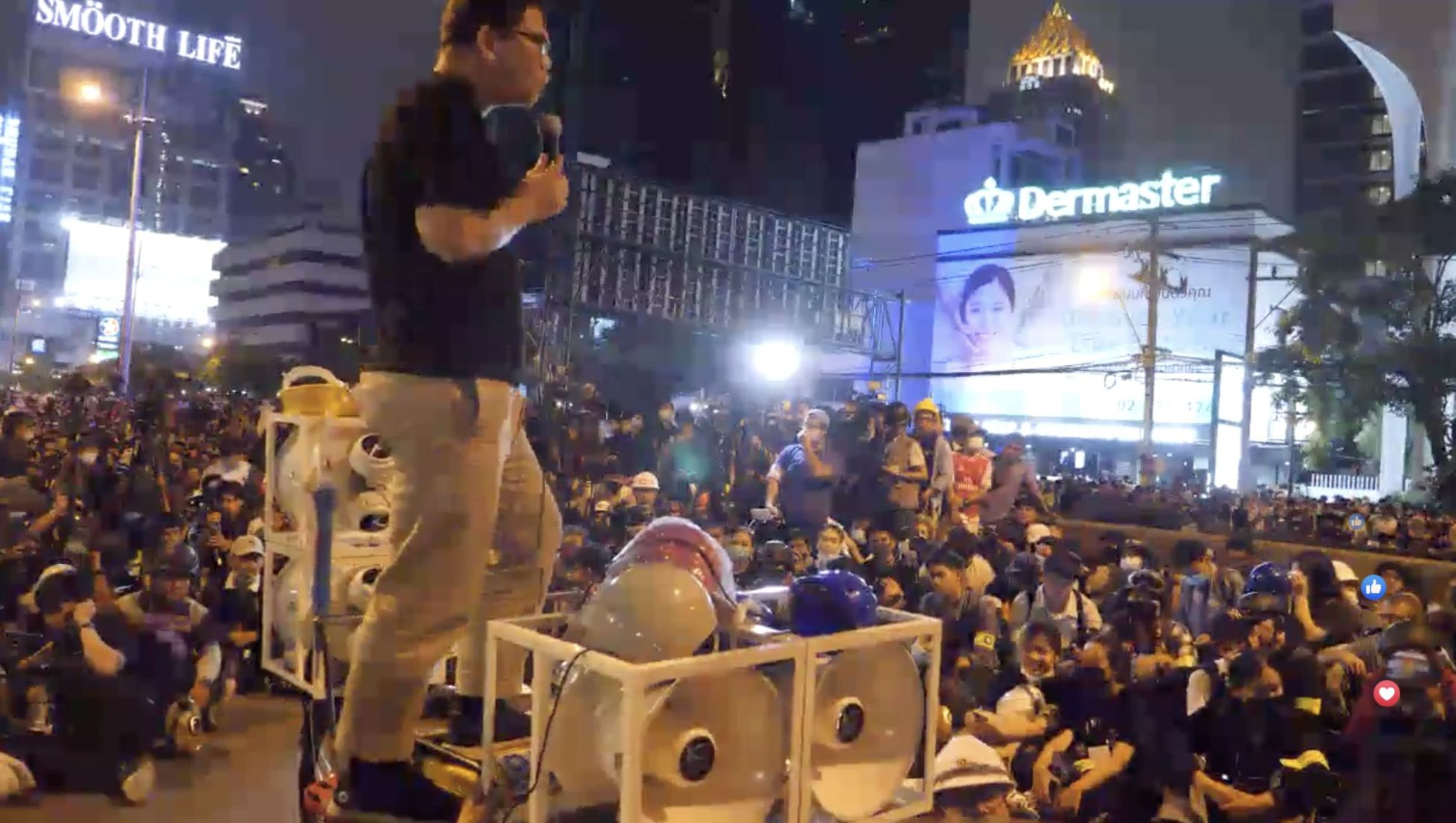 Thousands of protesters descend on the German Embassy in Bangkok awaiting to submit their petition | News by Thaiger