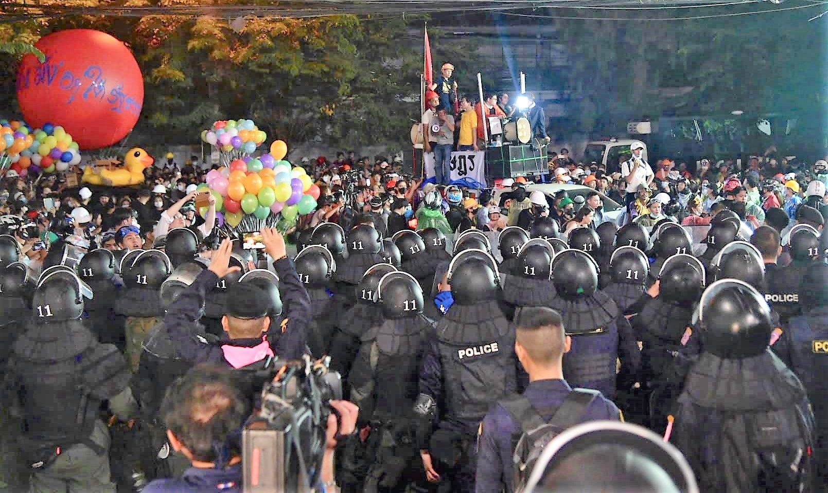 A round-up of events in Bangkok yesterday as protests turn ugly | News by Thaiger