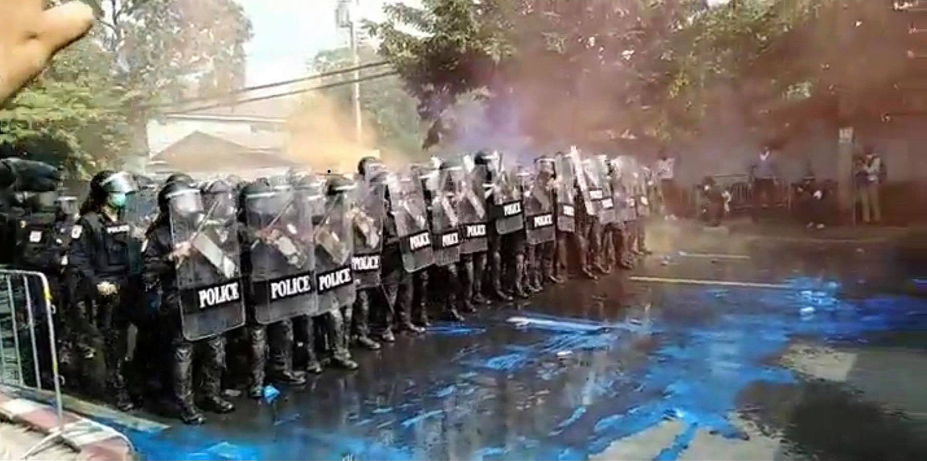 Police deploy water cannons and tear gas, Royalists throw bricks - the protests outside parliament | News by Thaiger