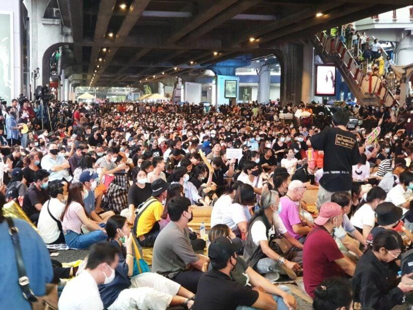 #ByeByeDinosaurs - Jurassic Park comes to Bangkok's streets | News by Thaiger