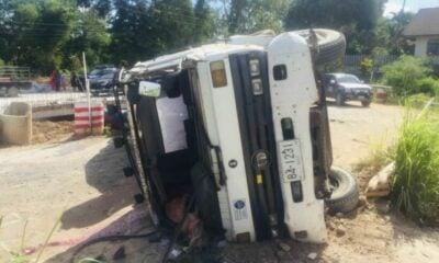 Cement truck driver blames brake failure after vehicle overturns | Thaiger