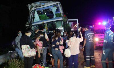 10 passengers injured after Bangkok-Chiang Khong bus crashes into tree | Thaiger