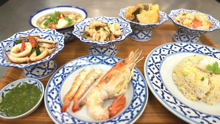 Cabinet members eat seafood lunch to prove it's not contaminated with Covid-19 | News by Thaiger